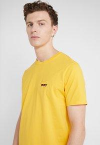 Bricktown - SMALL LIFE BAR - T-shirts - mustard - 4