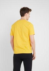 Bricktown - SMALL LIFE BAR - T-shirts - mustard - 2