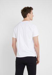 Bricktown - SMALL LUCKY CAT - T-Shirt print - white - 2