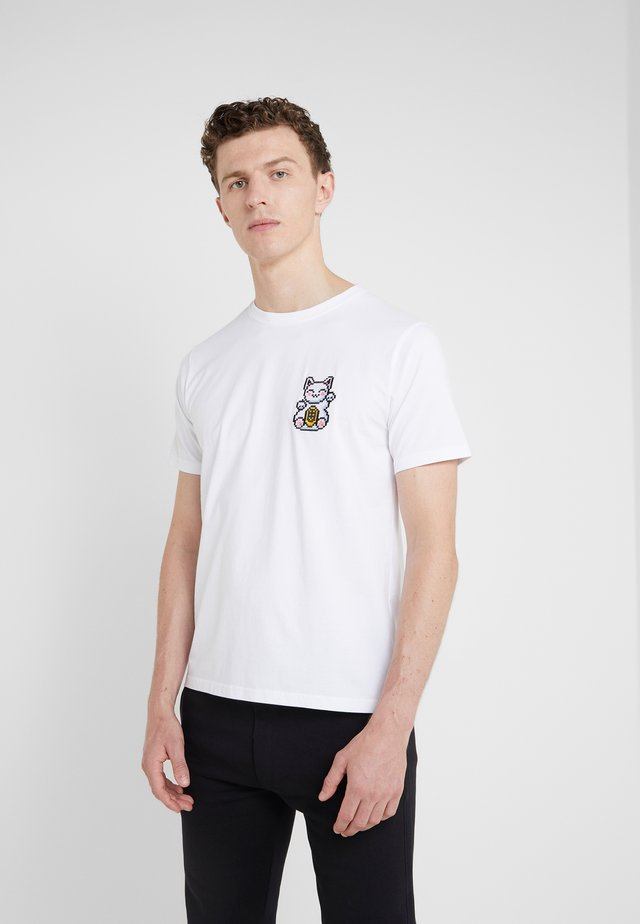 SMALL LUCKY CAT - T-shirt z nadrukiem - white