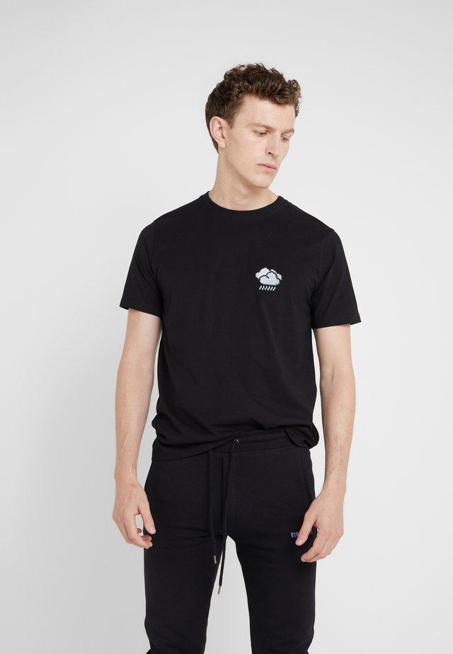 SMALL STORMY CLOUD - T-shirt z nadrukiem - black