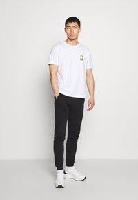 Bricktown - JADED MINION SMALL - Print T-shirt - white - 1