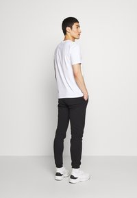 Bricktown - JADED MINION SMALL - Print T-shirt - white - 2