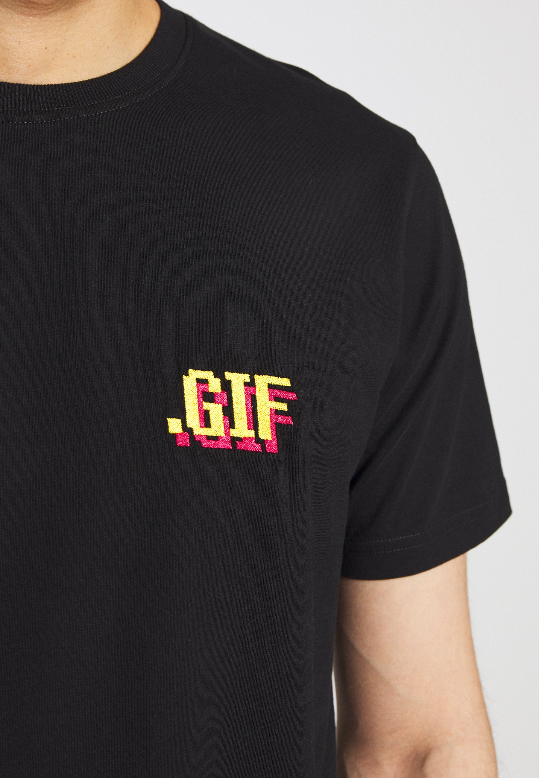 Bricktown Small - T-shirt Med Print Black