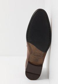 Brett & Sons - Elegantní nazouvací boty - tan - 4