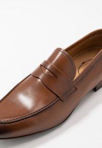 Brett & Sons - Elegantní nazouvací boty - tan - 5
