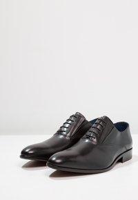 Brett & Sons - Elegantní šněrovací boty - noir - 2