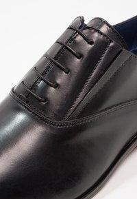 Brett & Sons - Elegantní šněrovací boty - noir - 5
