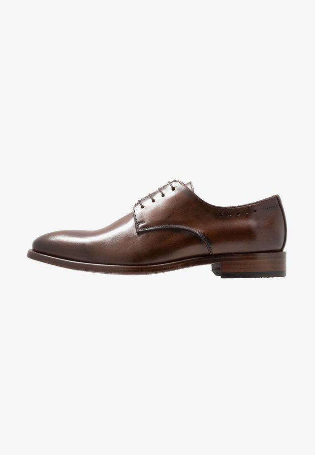 Elegantní šněrovací boty - natur cognac
