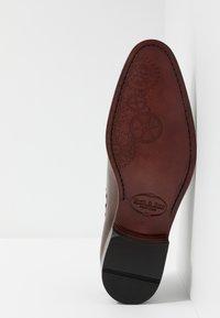 Brett & Sons - Elegantní šněrovací boty - cognac/tan - 4