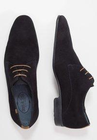 Brett & Sons - Šněrovací boty - marine/cognac - 1