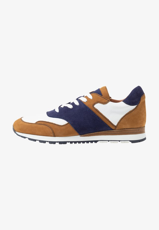 Sneakers laag - cognac/blanc/royal