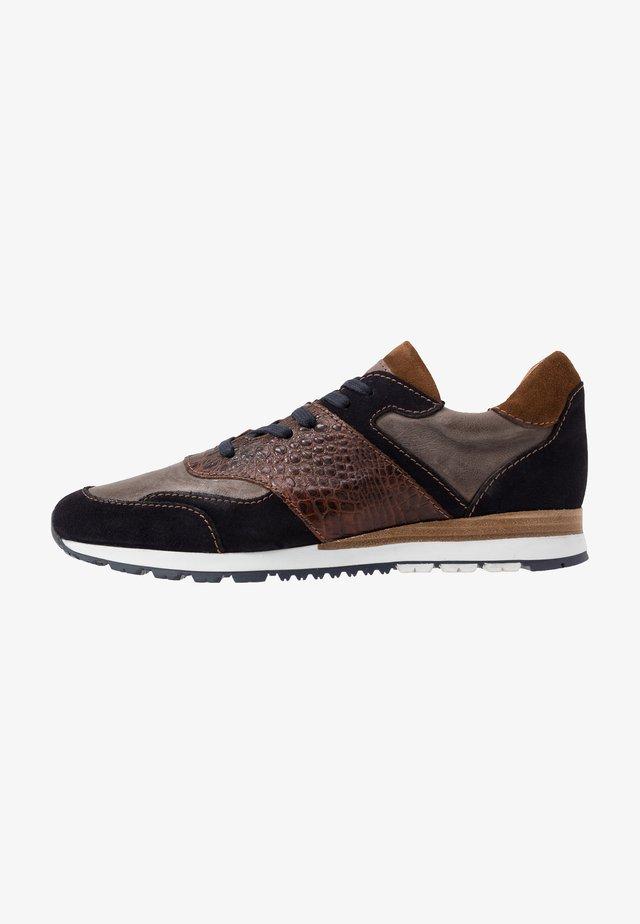 Sneakers laag - marine/grey/tunara/tabaco