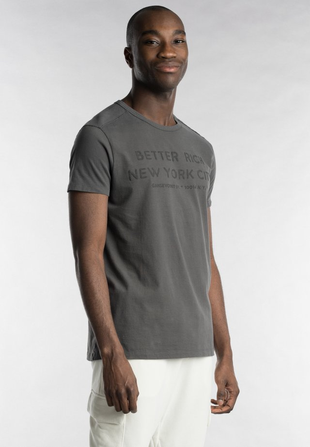T-shirt print - iron