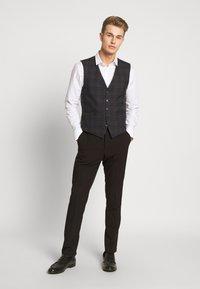Ben Sherman Tailoring - OVERCHECK WAISTCOAT - Gilet elegante - navy - 1