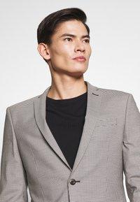 Ben Sherman Tailoring - PUPPYTOOTH SUIT - Suit - mustard - 8