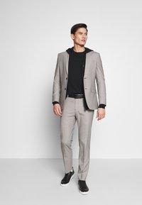 Ben Sherman Tailoring - PUPPYTOOTH SUIT - Suit - mustard - 1