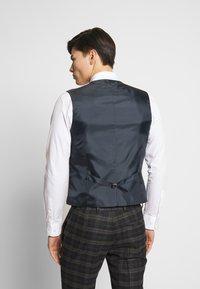 Ben Sherman Tailoring - BRUSHED WAISTCOAT - Väst - black - 2