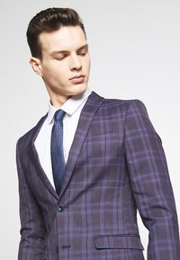 Ben Sherman Tailoring - CHECK SUIT SKINNY FIT - Kostym - purple - 7