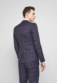 Ben Sherman Tailoring - CHECK SUIT SKINNY FIT - Suit - purple - 3