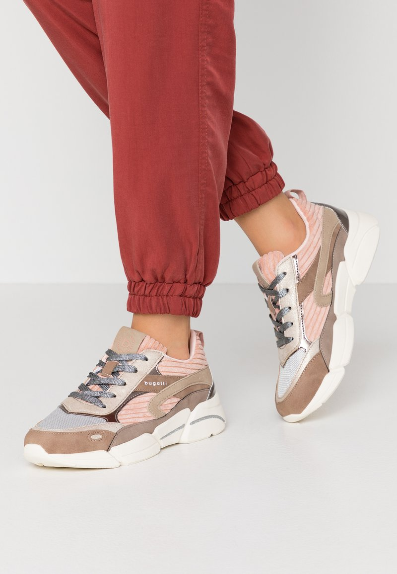 Bugatti - SHIGGY - Joggesko - beige/rose