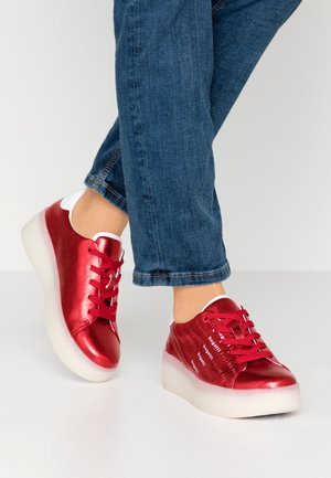 OLIVIA - Trainers - red/white
