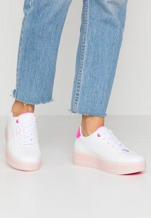 OLIVIA - Zapatillas - white/pink