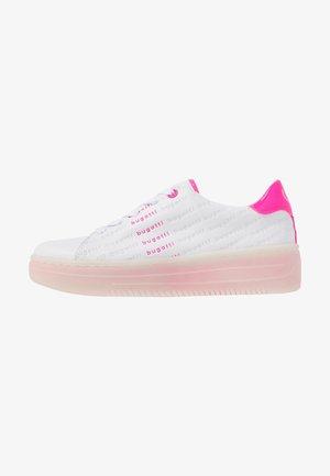 OLIVIA - Matalavartiset tennarit - white/pink