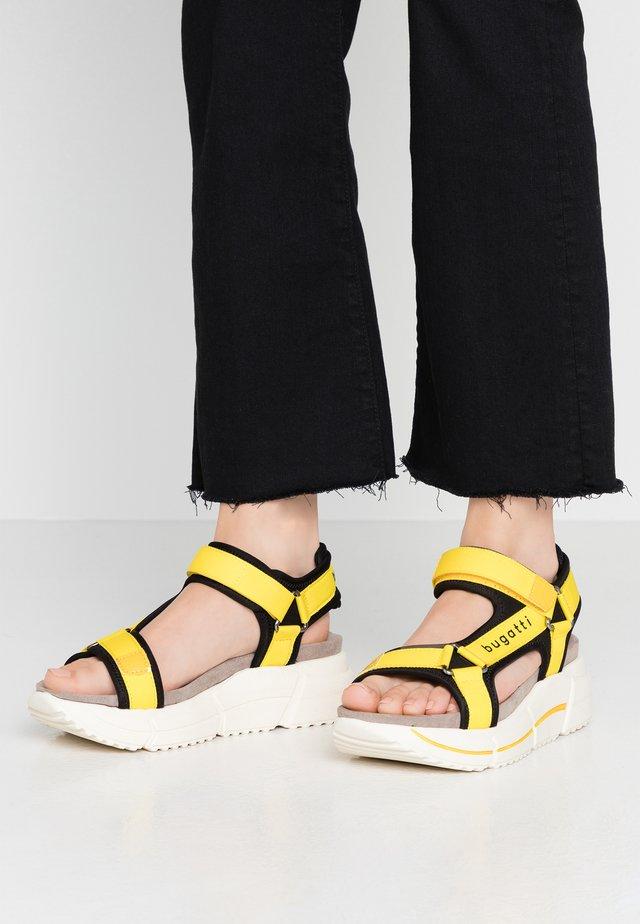 RAJA - Sandalias con plataforma - black/yellow