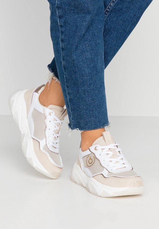 CEYDA - Sneaker low - beige/white