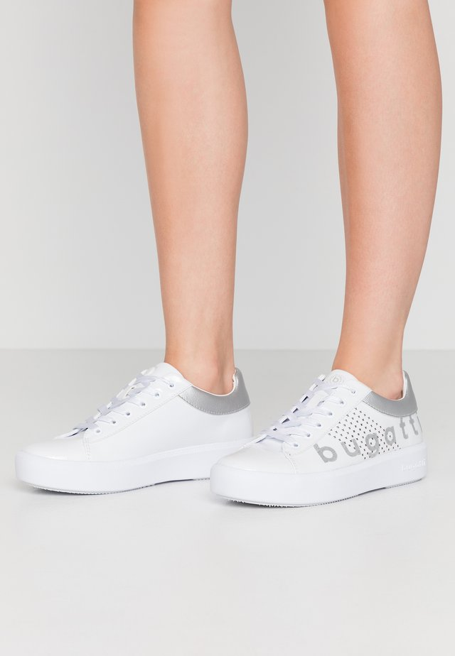 KELLI - Sneakersy niskie - white