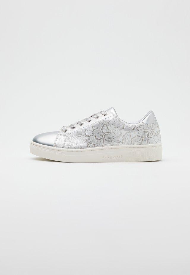 ELEA - Sneakers - silver/white