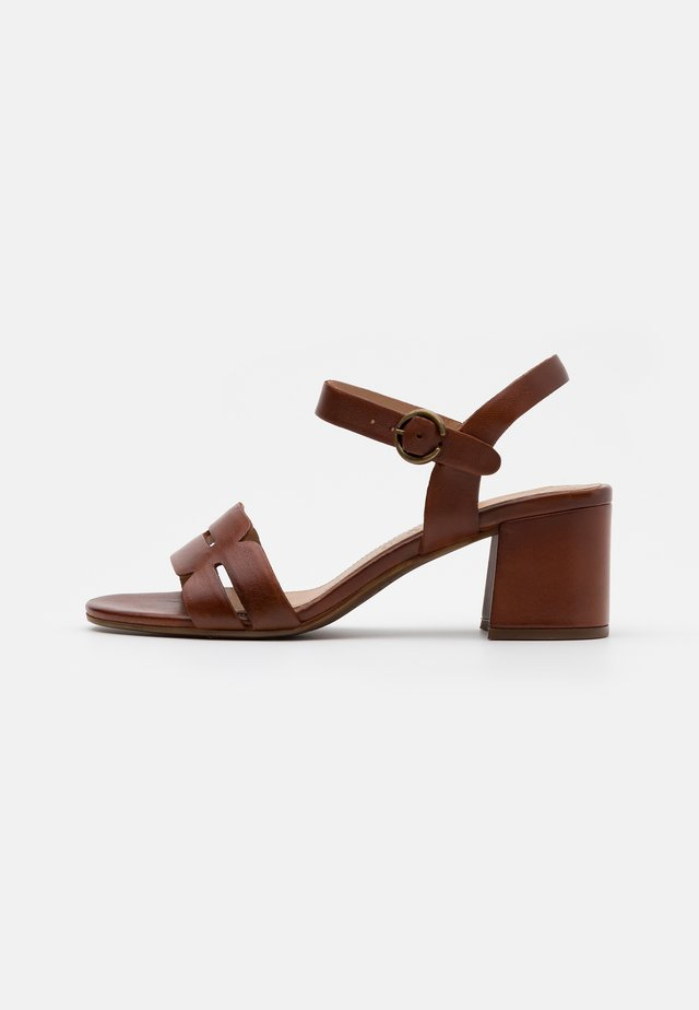 VAIANA - Sandals - cognac