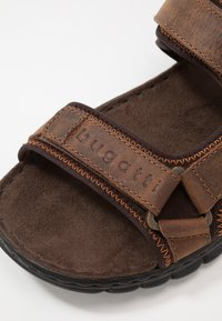 Bugatti - CORFU - Sandales de randonnée - brown/dark brown - 5
