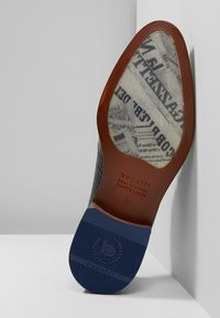 Bugatti - PATRIZIO - Derbies & Richelieus - dark blue/cognac - 4