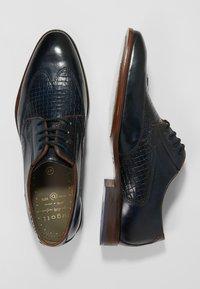 Bugatti - PATRIZIO - Derbies & Richelieus - dark blue/cognac - 1