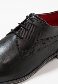 Bugatti - MORINO - Elegantní šněrovací boty - black - 5