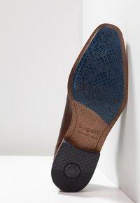 Bugatti - MORINO - Elegantní šněrovací boty - brown - 4