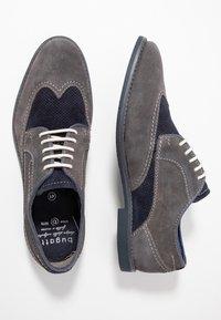 Bugatti - FEDELE - Šněrovací boty - grey/blue - 1