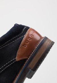 Bugatti - VANDO - Šněrovací boty - dark blue - 5