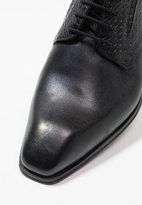 Bugatti - AURELIO - Business-Schnürer - black - 5
