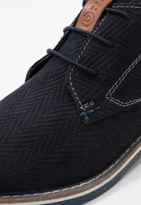 Bugatti - KIANO - Volnočasové šněrovací boty - dark blue - 5