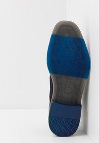 Bugatti - KIANO - Volnočasové šněrovací boty - dark blue - 4