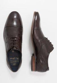 Bugatti - REFITO - Veterschoenen - dark brown - 1
