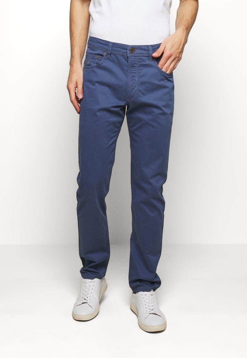 Bugatti - BROKEN TWILL TROUSER - Pantaloni - blue