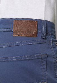 Bugatti - BROKEN TWILL TROUSER - Pantaloni - blue - 4