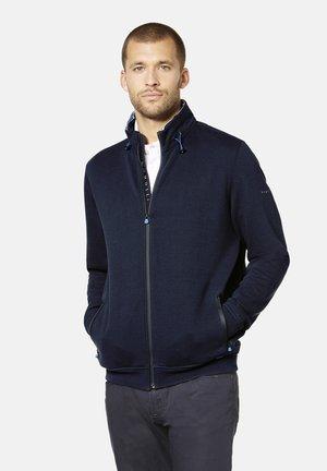 MIT REFLEKTIERENDEN DETAILS - Zip-up hoodie - marine