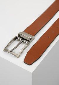 Bugatti - REGULAR - Belt business - cognac/schwarz - 2