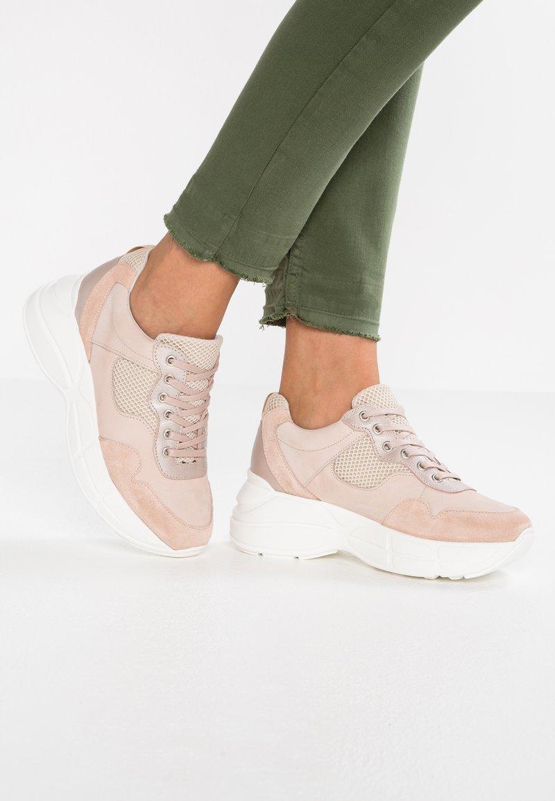 Bullboxer - Sneaker low - rose