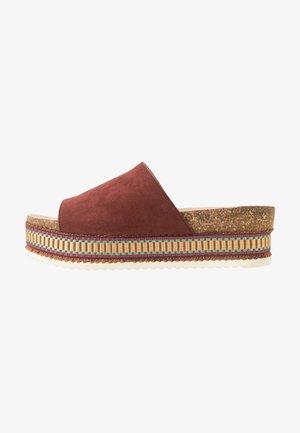 Pantofle na podpatku - abri